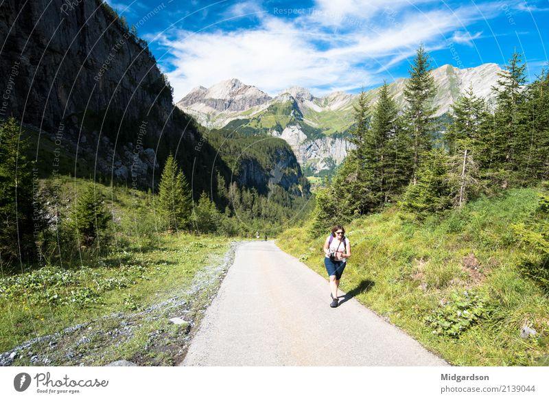 Wanderung in den Schweizer Alpen Mensch Natur Ferien & Urlaub & Reisen Sommer Landschaft ruhig Freude Berge u. Gebirge Erwachsene Leben Lifestyle Wege & Pfade