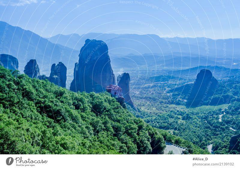 Meteora Griechenland Kultur Umwelt Natur Landschaft Urelemente Horizont Nebel Park Wald Hügel Felsen Berge u. Gebirge Pindusgebirge Gipfel Schlucht Kalambaka