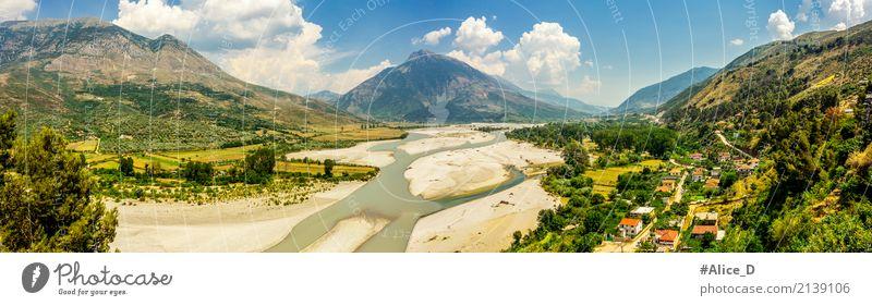 Flusstal Landschaft in Albanien Himmel Natur Ferien & Urlaub & Reisen Sommer Wasser Haus Wald Berge u. Gebirge Reisefotografie Umwelt Wiese Garten Sand Erde