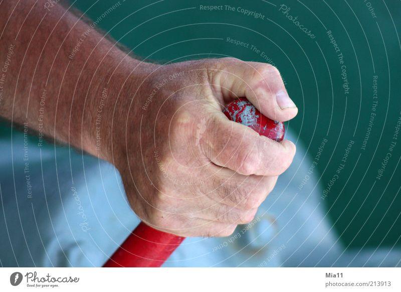 fest im Griff Mann Hand grün rot Arbeit & Erwerbstätigkeit Kraft Erwachsene maskulin Finger Industrie festhalten Kontrolle Griff Daumen Fingernagel Handwerker