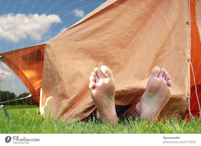 studentische Wohnformen Zufriedenheit Erholung ruhig Ferien & Urlaub & Reisen Camping Sommerurlaub Sonnenbad Mann Erwachsene Fuß 1 Mensch Himmel Wolken