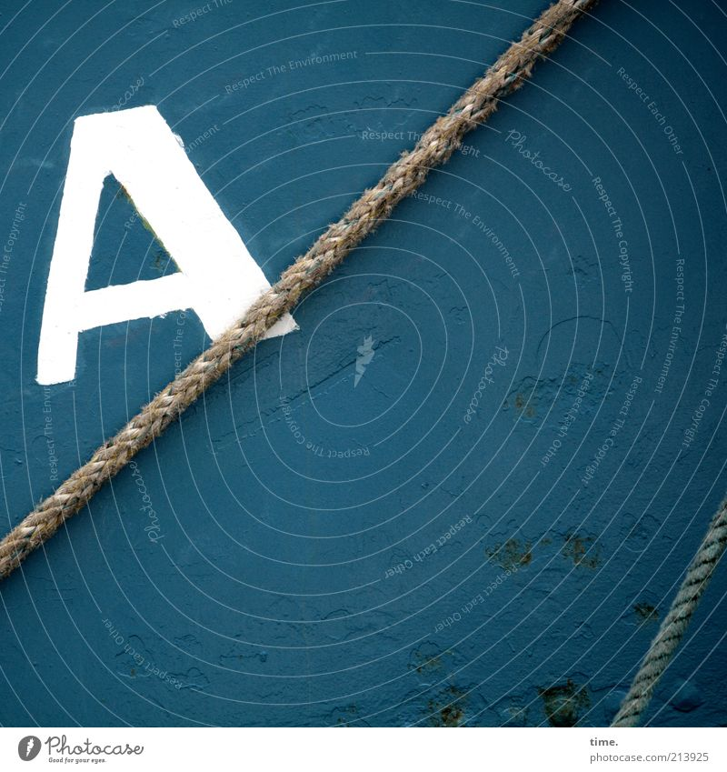 [KI09.1] - Für Erik, Anik, Jutt und Marth blau Farbe dunkel Farbstoff Wasserfahrzeug Metall Seil Metallwaren Buchstaben fest geheimnisvoll Schifffahrt diagonal