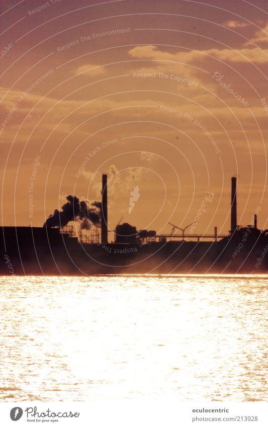 Industrie Idylle Meer Stadt rot Wolken Arbeit & Erwerbstätigkeit Wärme Luft Küste Architektur glänzend rosa Industrie modern Idylle Rauch leuchten