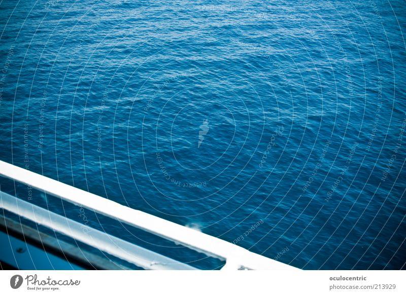 Kreuztour Ferien & Urlaub & Reisen blau Wasser Meer Ferne Umwelt Wellen Schönes Wetter heiß Schifffahrt Wasseroberfläche Reling Vignettierung traumhaft