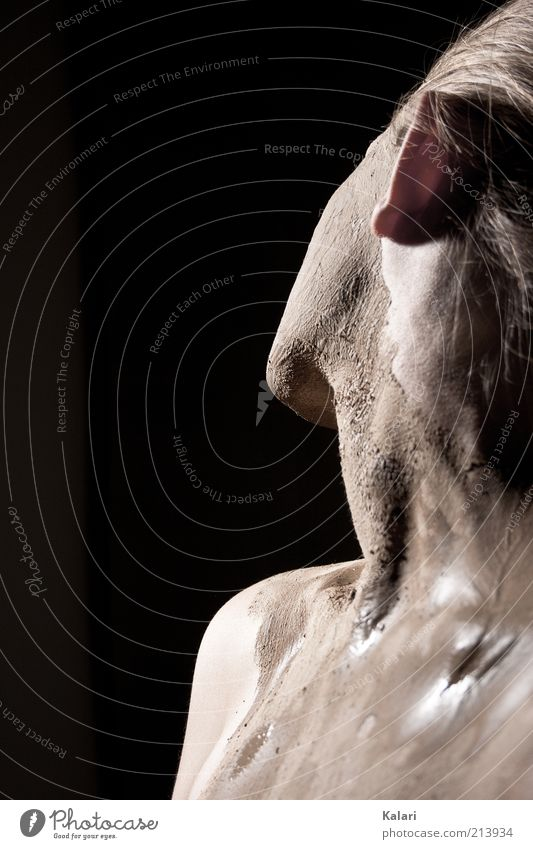 Schlammbad Mensch Jugendliche schön feminin Sand Haut blond Maske trocken feucht Körperpflege trocknen Junge Frau Studioaufnahme