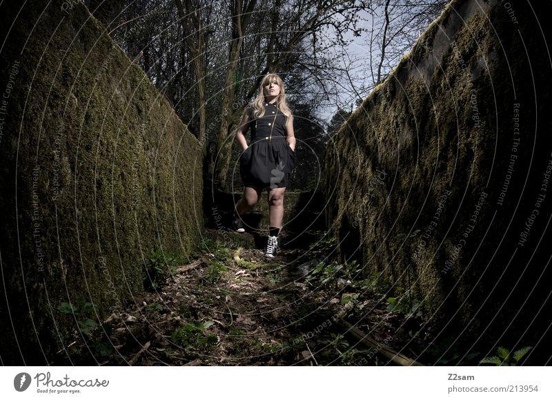 in the dark elegant Stil feminin Junge Frau Jugendliche 18-30 Jahre Erwachsene Umwelt Natur Landschaft Moos Wald Mode Kleid Stiefel blond langhaarig stehen