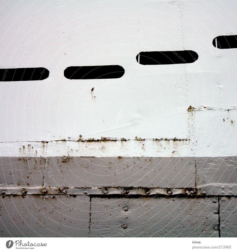 [KI09.1] - Seemanns Blech Arbeitsplatz Schifffahrt Wasserfahrzeug Metall Rost historisch grau weiß Metallwaren Eisen Naht Schweißnaht Niete Schlitz Gangway