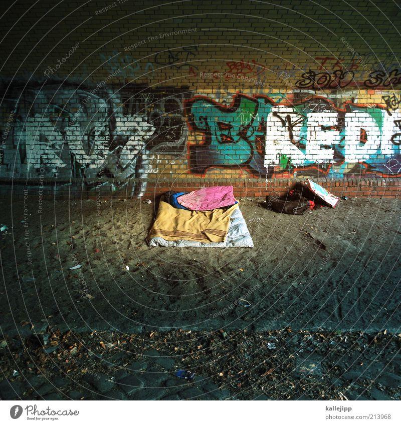 under the bridge ruhig Wand Mauer Graffiti schlafen Brücke Bett Schriftzeichen Zeichen Camping Obdachlose Hauptstadt Arbeitslosigkeit privat Stadt