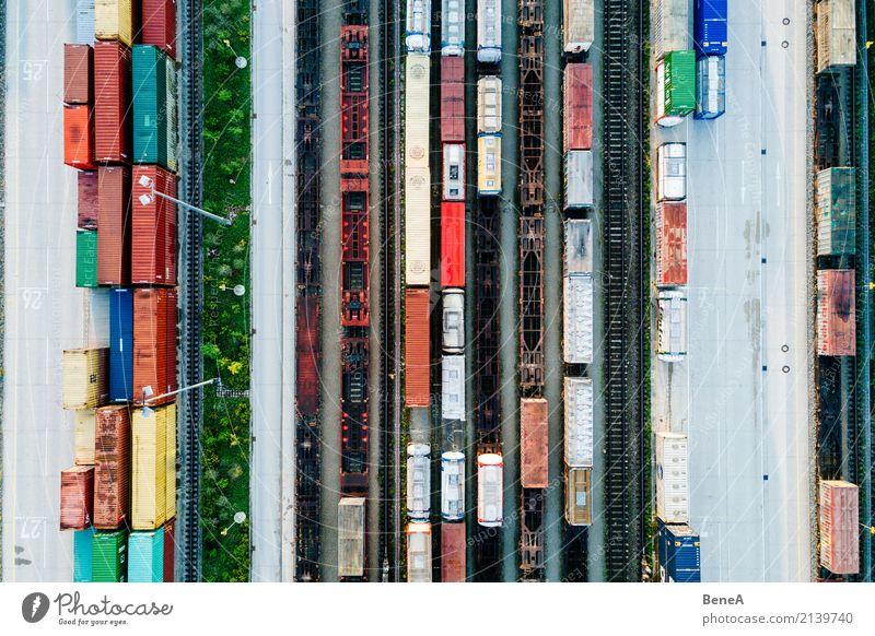Güterzüge und Fracht Container in einem Container Terminal Bewegung Business Verkehr Industrie Eisenbahn Güterverkehr & Logistik Wirtschaft Verkehrswege