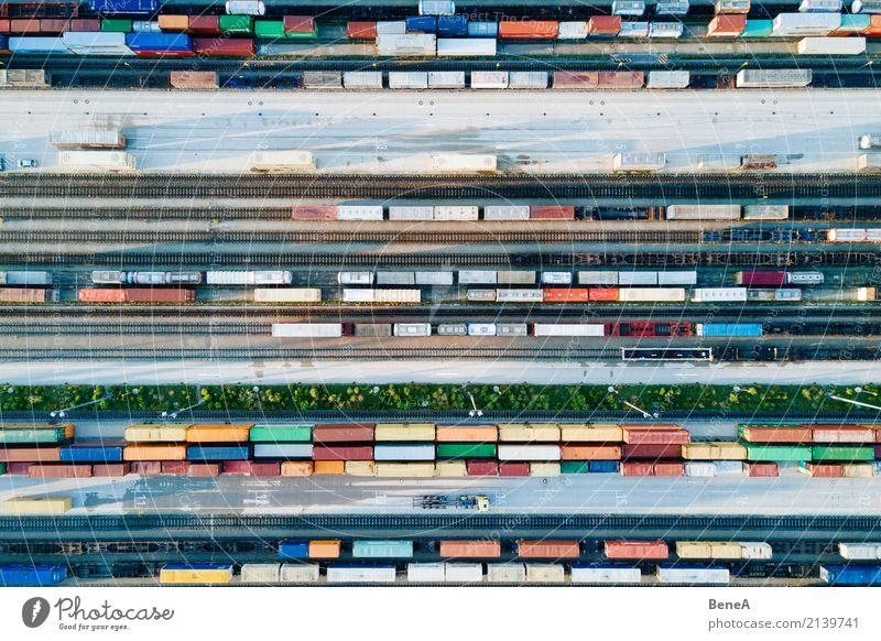 Güterzüge und Fracht Container in einem Container Terminal Business Verkehr Technik & Technologie Perspektive Industrie Güterverkehr & Logistik Wirtschaft