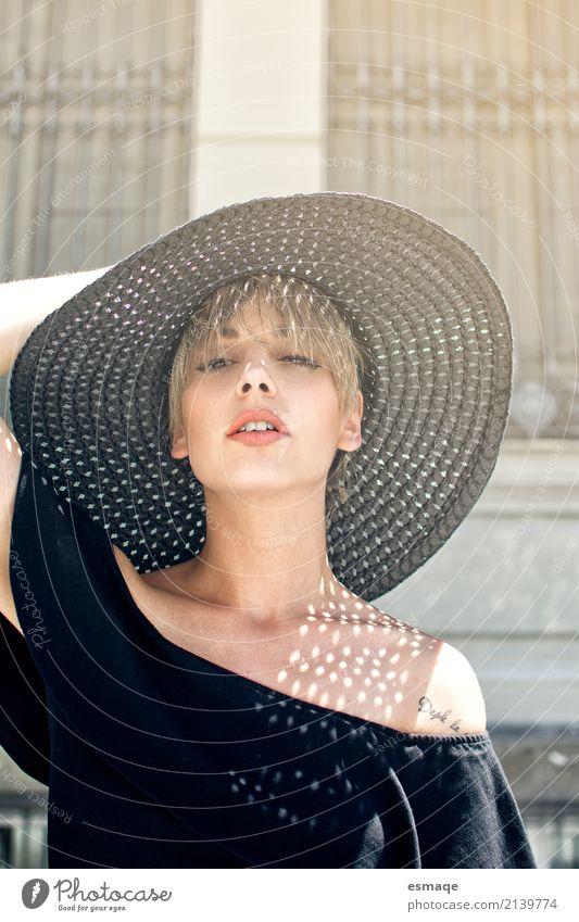 Frau mit Hut Mensch Jugendliche Junge Frau schön 18-30 Jahre Erwachsene Lifestyle feminin Stil Business Mode Design Arbeit & Erwerbstätigkeit leuchten elegant