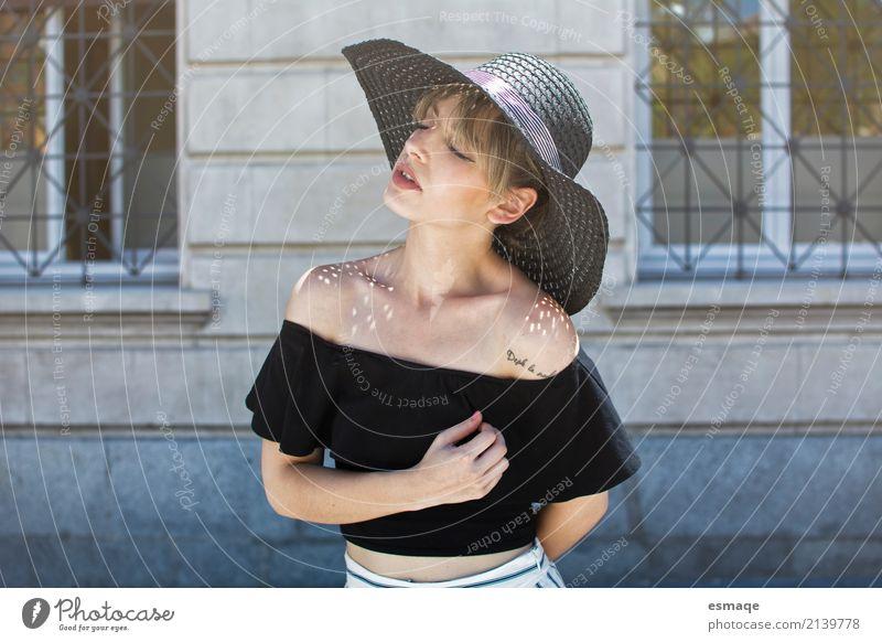 süßes Mädchen des Porträts Lifestyle elegant Stil Design schön Mensch feminin Junge Frau Jugendliche 18-30 Jahre Erwachsene Mode Bekleidung Hut Coolness