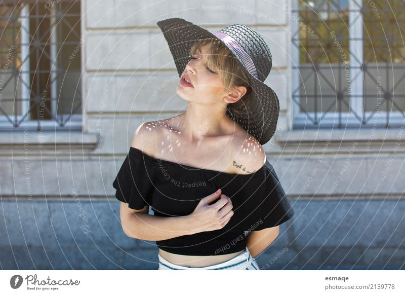 süßes Mädchen des Porträts Mensch Jugendliche Junge Frau schön 18-30 Jahre Erwachsene Lifestyle feminin Stil Gesundheitswesen Mode Design Zufriedenheit modern