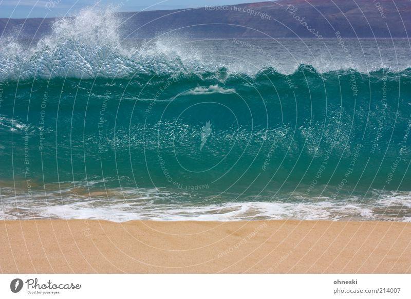 Schwapp! Urelemente Wasser Sommer Wellen Küste Strand Meer Pazifik Sand gigantisch Kraft Wasserspritzer Farbfoto Menschenleer Brandung Gischt Wellengang hoch