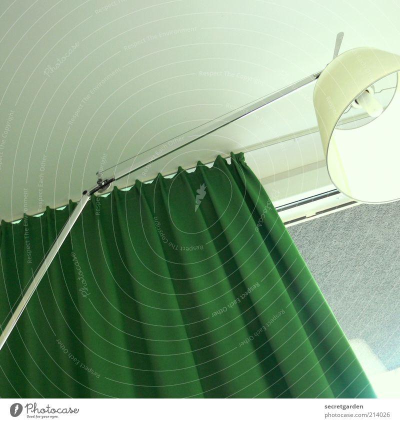 aufwachen im hotelzimmer grün weiß kalt Fenster Lampe hell Beleuchtung Raum Wohnung Innenarchitektur Design Perspektive Häusliches Leben rund Stoff weich