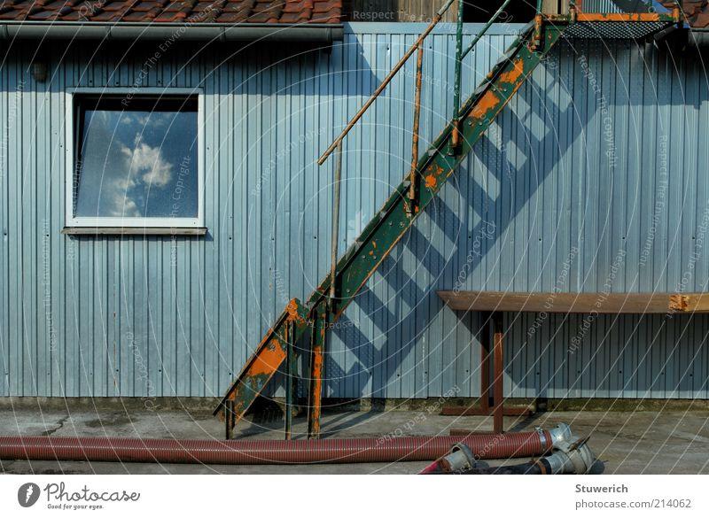 Bildinbild Sommer Bauwerk Mauer Wand Treppe Fassade Fenster Dach Dachrinne Stein Beton Glas Metall Stahl Rost authentisch blau schön ästhetisch stagnierend
