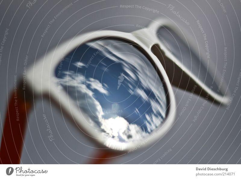 Heiter bis wolkig Himmel blau weiß Sommer Wolken Schönes Wetter Brille Schutz Spiegel Sonnenbrille Accessoire Spiegelbild Objektfotografie Klima UV-Strahlung Strahlung