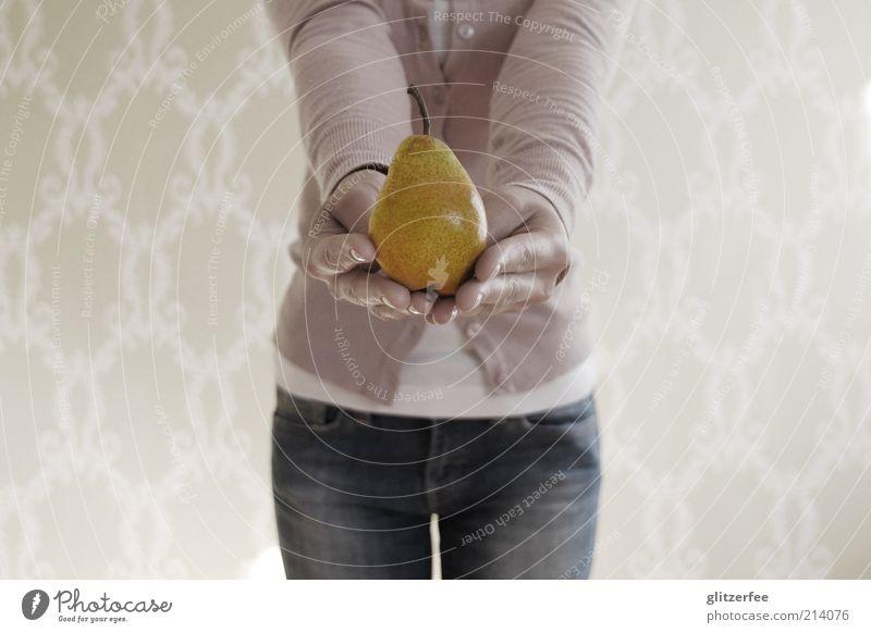 frau von ribbeck Mensch Jugendliche Hand Junge Frau 18-30 Jahre Erwachsene feminin Gesundheit Lebensmittel Frucht Arme Ernährung Zeichen Jeanshose Wohlgefühl