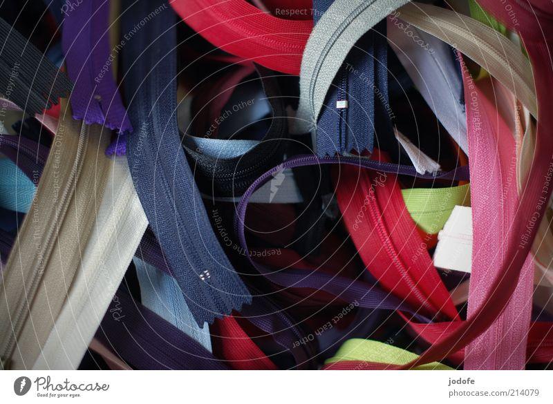 Reißverschlüsse Kitsch Krimskrams Sammlung mehrfarbig Reißverschluss Kurzwaren sammelsurium viele mehrere bildfüllend Nähen nähzubehör Farbfoto Außenaufnahme