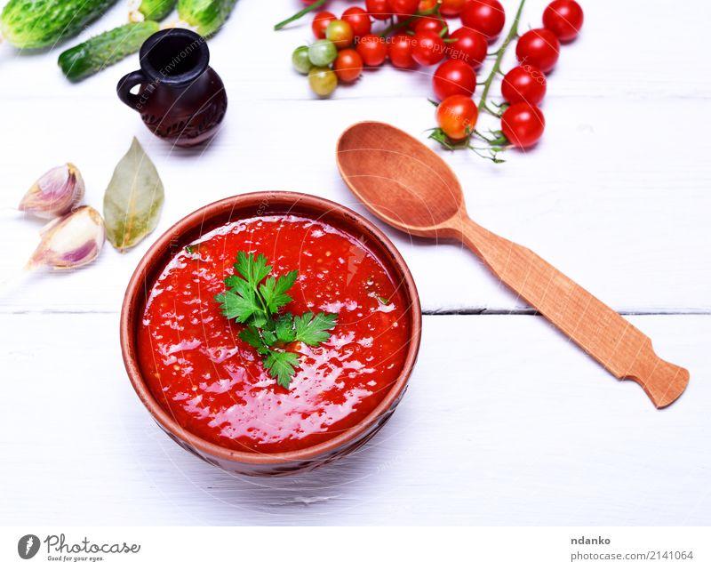 Suppe Gazpacho in einer braunen Platte Gemüse Eintopf Kräuter & Gewürze Ernährung Mittagessen Abendessen Vegetarische Ernährung Diät Teller Löffel Sommer Tisch
