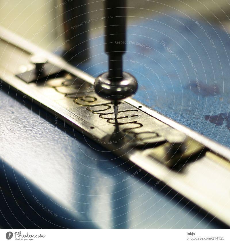 Liebling blau schwarz Gefühle Metall Design Schriftzeichen Romantik schreiben Handwerk Maschine Werkzeug Partnerschaft Leichtigkeit Text Perspektive Handschrift