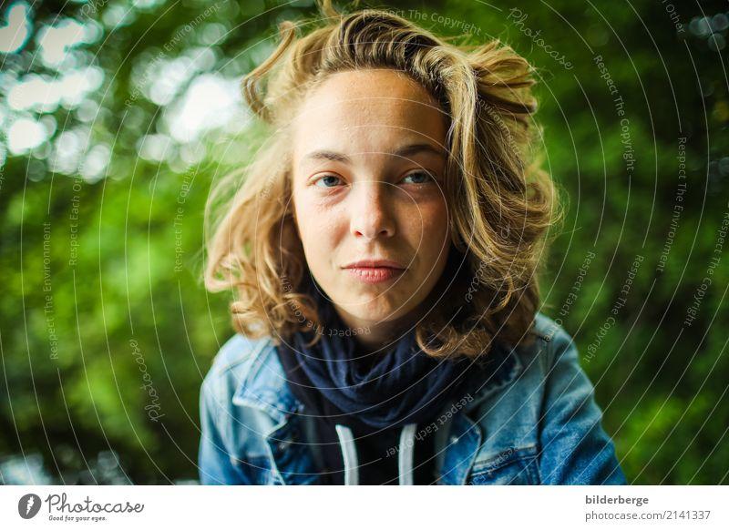 blick Frau Natur Jugendliche Junge Frau blau grün Wald Auge Erwachsene Lifestyle Gefühle feminin Berlin Haare & Frisuren Kopf Fotografie