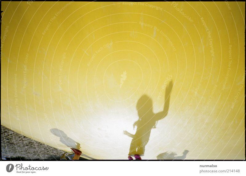 dancing mars mello Lifestyle Freude Freizeit & Hobby Ferien & Urlaub & Reisen Sportstätten Mensch Umwelt Schönes Wetter Zeichen fliegen Spielen springen gelb