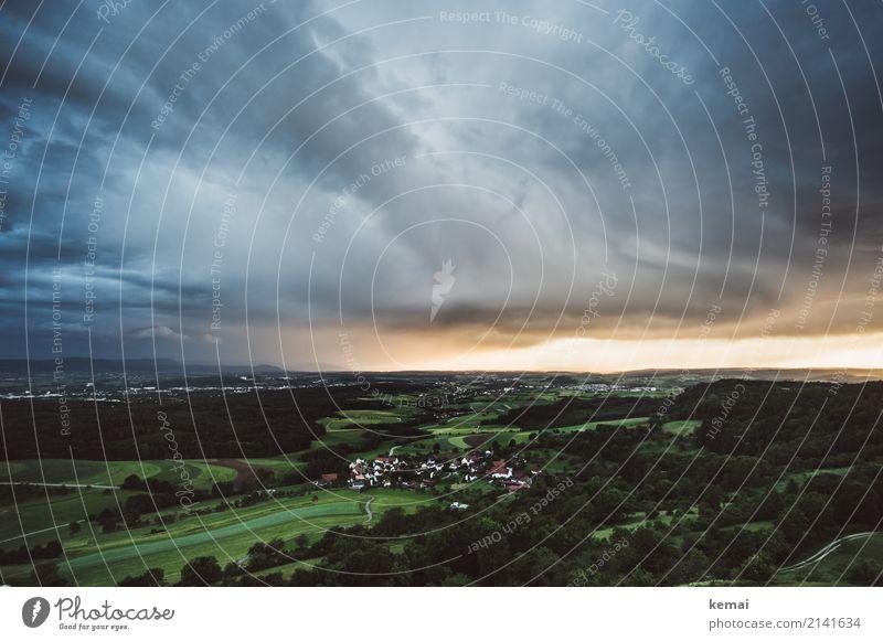 Ein Sturm zieht auf. Himmel Natur Ferien & Urlaub & Reisen Sommer grün Landschaft Ferne Wald dunkel Lifestyle Umwelt außergewöhnlich Freiheit Ausflug