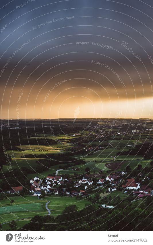 Dorf harmonisch Wohlgefühl Erholung ruhig Freizeit & Hobby Ausflug Abenteuer Ferne Freiheit Natur Landschaft Himmel Gewitterwolken Sommer Wetter Unwetter Feld