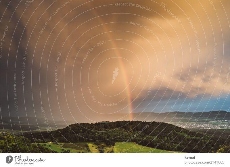 Chasing rainbows Himmel Natur Sommer schön grün Landschaft Wolken ruhig Ferne Berge u. Gebirge Leben Umwelt Glück außergewöhnlich Freiheit Freizeit & Hobby