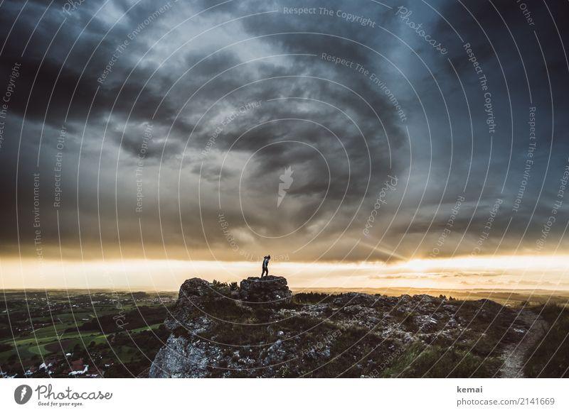 Bedrohlicher Abendhimmel Lifestyle Sinnesorgane Erholung ruhig Freizeit & Hobby Ausflug Abenteuer Ferne Freiheit Sommer wandern Mensch Leben 1 Natur Landschaft