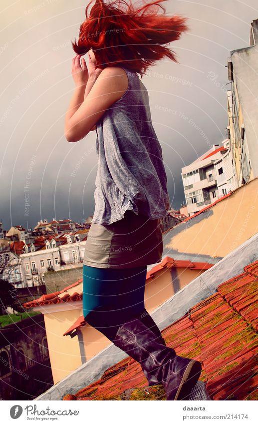 Dächer von Lisboa Ferien & Urlaub & Reisen Ausflug Städtereise feminin Junge Frau Jugendliche Erwachsene 1 Mensch 18-30 Jahre Himmel Wolken Gewitterwolken