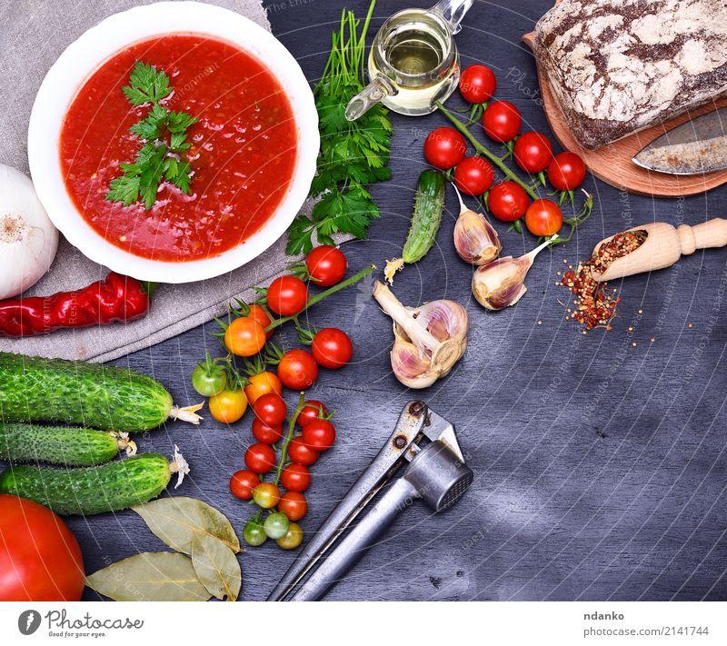 Gazpacho spanische kalte Suppe Lebensmittel Gemüse Brot Eintopf Kräuter & Gewürze Ernährung Mittagessen Abendessen Vegetarische Ernährung Diät Teller Sommer