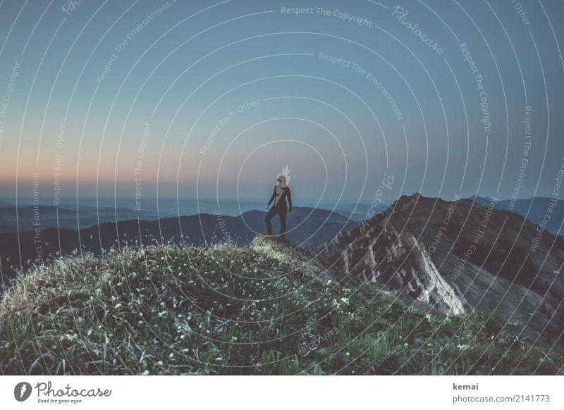 Abends am Gipfel Mensch Natur Ferien & Urlaub & Reisen Sommer Landschaft Erholung ruhig Ferne Berge u. Gebirge Lifestyle feminin Freiheit Ausflug