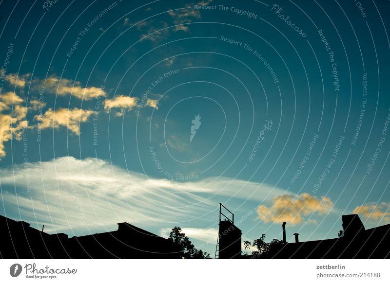Hümml Stadt Haus Bauwerk Gebäude Skyline Berlin Himmel Wolken Wolkenhimmel schleierwolken Dachfirst Farbfoto Außenaufnahme Menschenleer Textfreiraum oben Abend