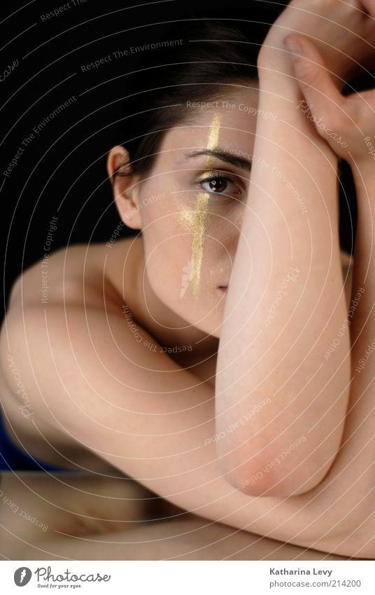 golden eye Mensch Frau Jugendliche Hand schön Gesicht Erwachsene feminin gold Arme elegant Haut außergewöhnlich 18-30 Jahre einzigartig Beautyfotografie