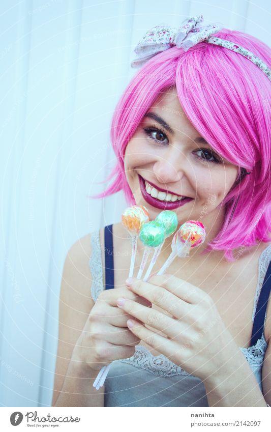 Junge Frau, die bunte Lutscher hält Lebensmittel Süßwaren Lollipop Lifestyle Stil exotisch Freude schön Wellness Feste & Feiern Mensch feminin Jugendliche 1