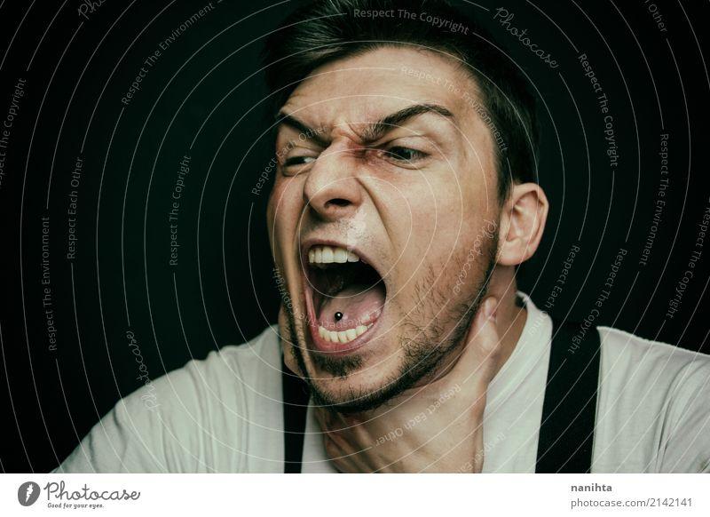 Junger Mann betont und schreiend Mensch maskulin Jugendliche 1 30-45 Jahre Erwachsene T-Shirt Piercing Hosenträger schwarzhaarig Dreitagebart atmen Aggression