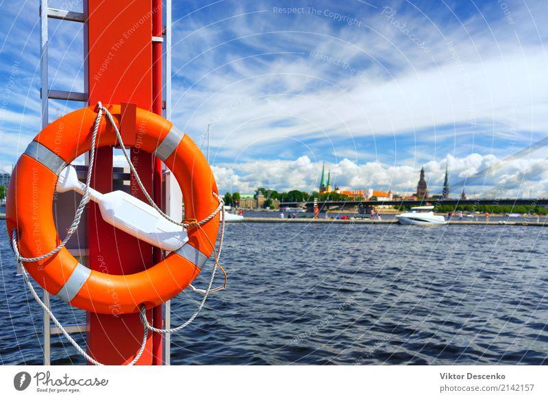 Lebensring im Hintergrund der Stadt von Riga Ferien & Urlaub & Reisen blau Sommer weiß Landschaft Meer rot Winter Strand Küste Tourismus Wasserfahrzeug Verkehr