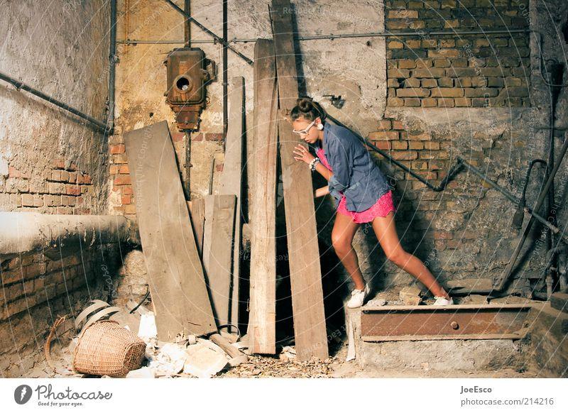 lehrjahre... Lifestyle schön Keller Arbeit & Erwerbstätigkeit Baustelle Handwerk Junge Frau Jugendliche Erwachsene Leben Mode Hemd Accessoire Brille Coolness