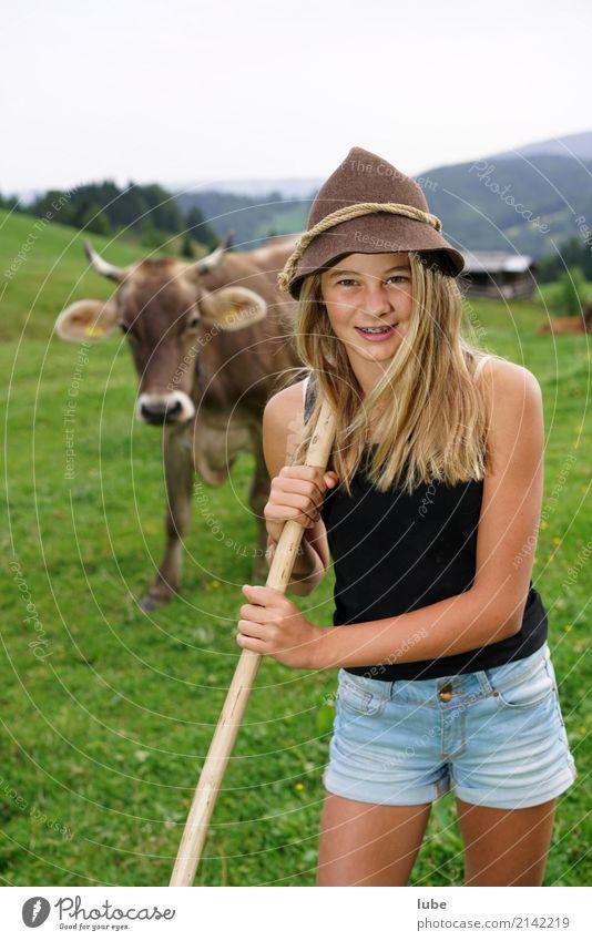 Cowgirl Matilda 3 Jugendliche Junge Frau Tier Freude Mädchen Glück Zufriedenheit blond Fröhlichkeit Freundlichkeit Landwirtschaft Haustier Kuh Forstwirtschaft