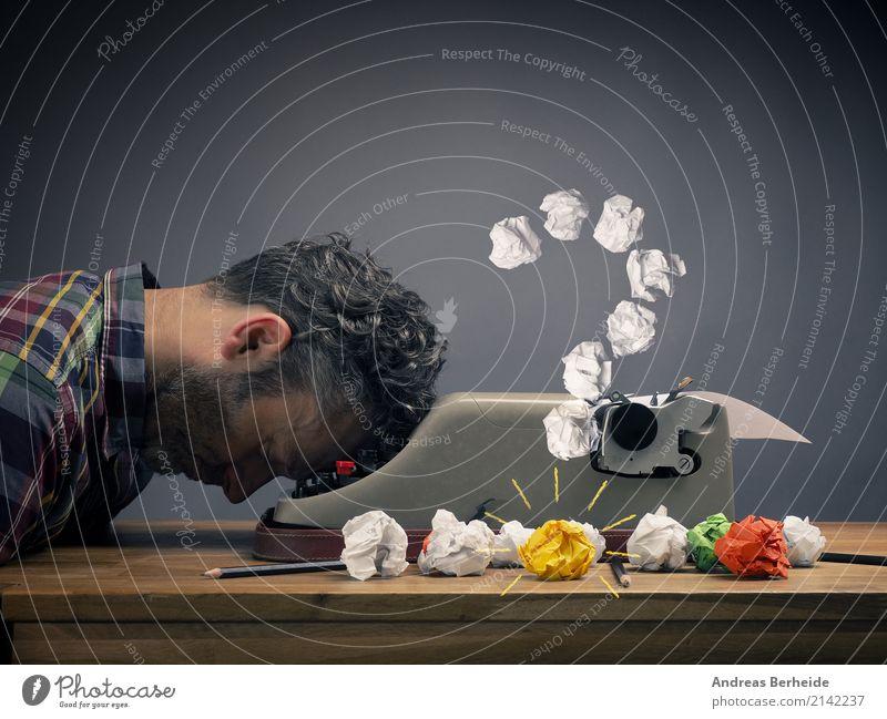 Die Lösung kommt im Schlaf Mensch Mann ruhig Erwachsene Business maskulin Büro Kraft Erfolg Idee schlafen Pause Symbole & Metaphern Gelassenheit Inspiration