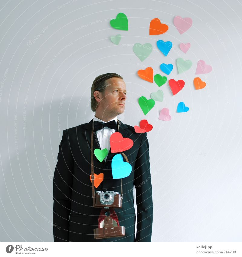 leidenschaft Mensch maskulin Mann Erwachsene 1 30-45 Jahre Herz Liebe Fotograf Fotografie Fotokamera Objektiv Fliege Anzug fein Hemd Scheitel Verliebtheit