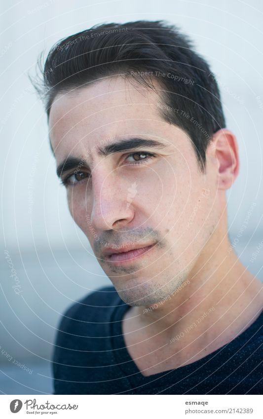 Porträt Mann schön Gesicht Gesundheit Wellness Mensch maskulin Junger Mann Jugendliche Erwachsene Haut beobachten Coolness einfach frisch Erotik blau Ehre
