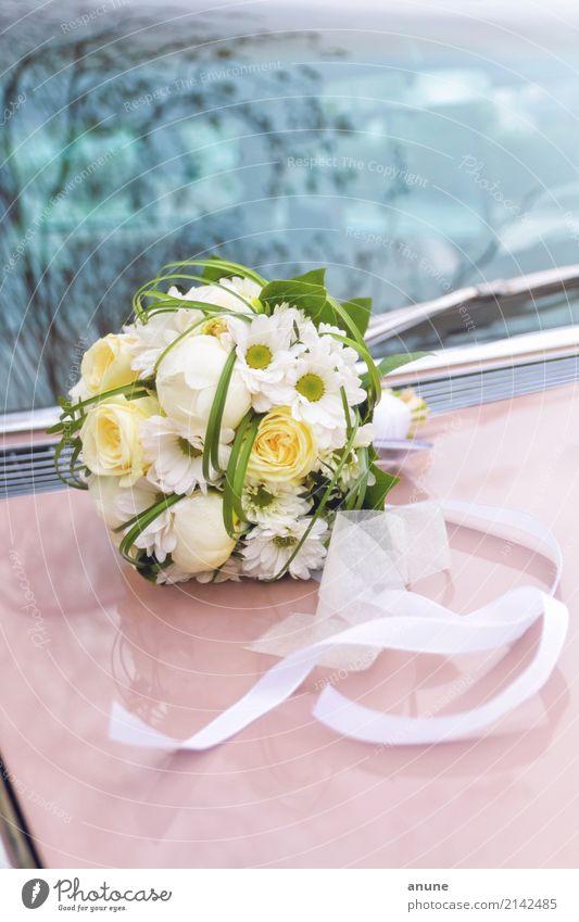 Brautstrauß auf Cadillac elegant Stil Feste & Feiern Hochzeit PKW Oldtimer Dekoration & Verzierung Blumenstrauß Schleife ästhetisch retro schön Zusammensein