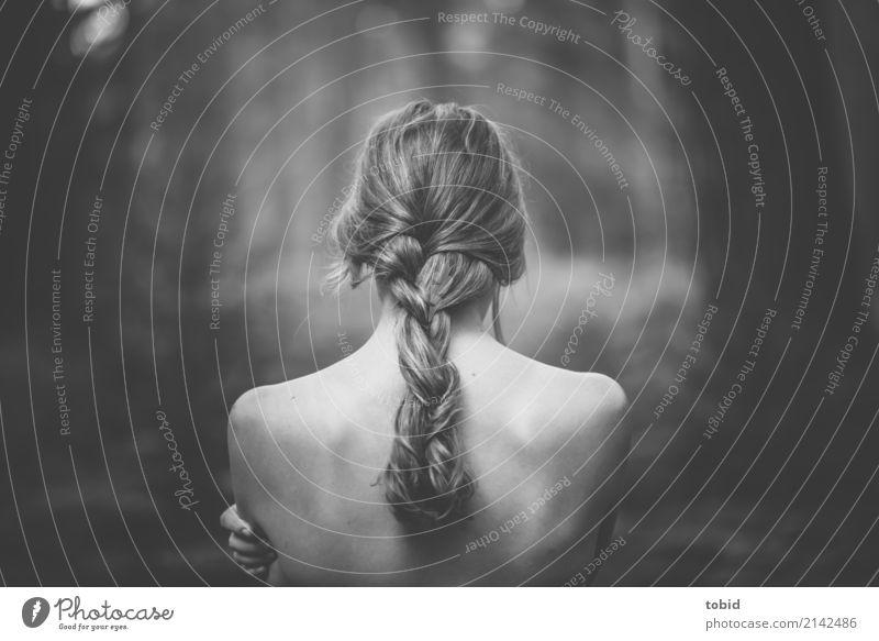 Sinnlich Mensch Natur Jugendliche nackt Pflanze Junge Frau schön Landschaft Einsamkeit Wald Gefühle feminin Haare & Frisuren Zufriedenheit elegant ästhetisch
