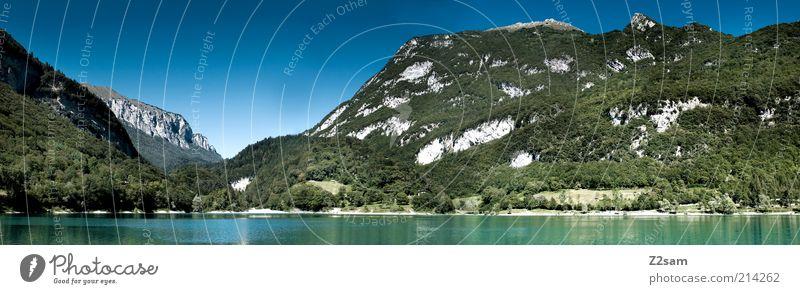 Lago di Tenno Umwelt Natur Landschaft Wolkenloser Himmel Sommer Pflanze Baum Berge u. Gebirge See Erholung Ferien & Urlaub & Reisen leuchten ästhetisch Ferne