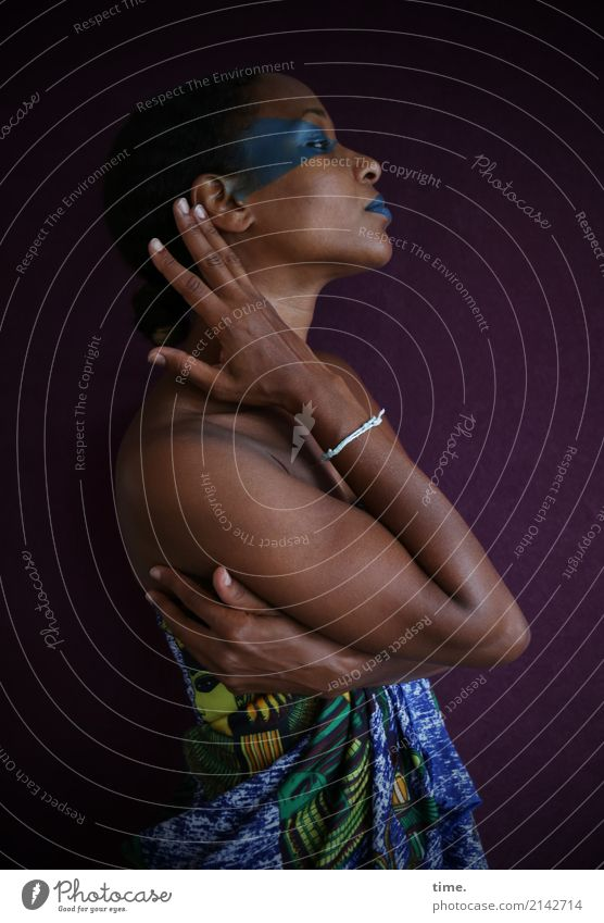 . Mensch Frau schön dunkel Erwachsene Leben feminin elegant ästhetisch Kreativität stehen warten beobachten Coolness Neugier festhalten