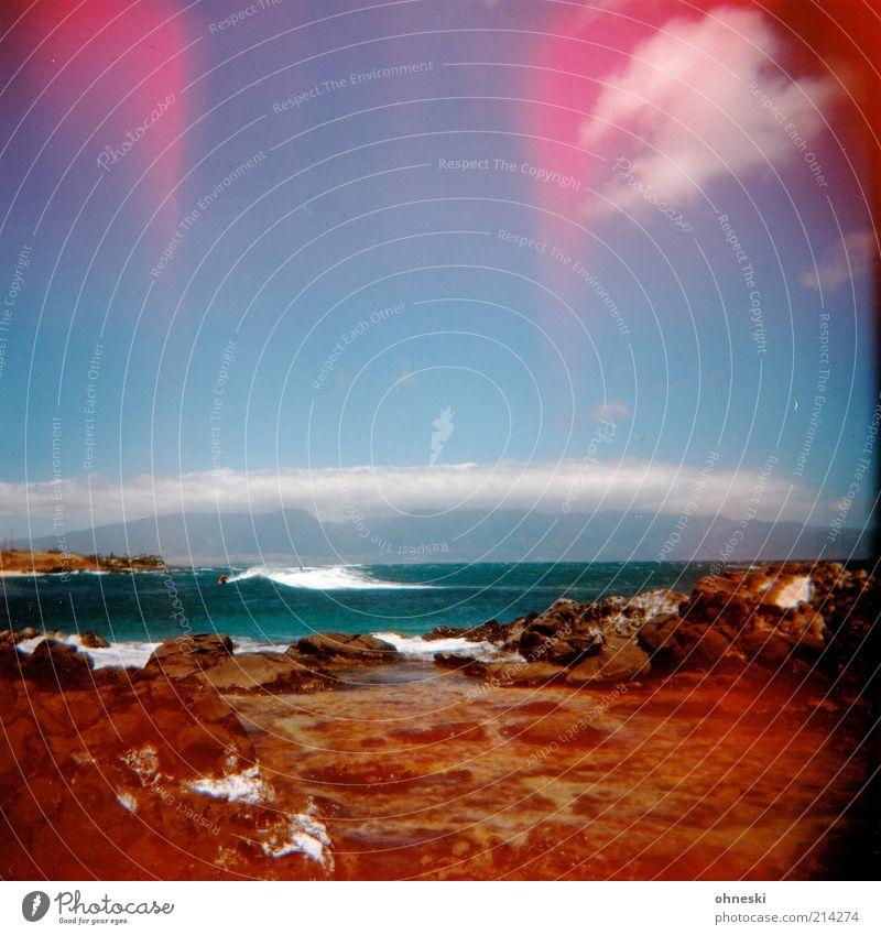 Surfin`! Landschaft Urelemente Erde Luft Wasser Sommer Wetter Wellen Küste Strand Meer Pazifik Stein Energie Freiheit Farbfoto mehrfarbig Holga Light leak