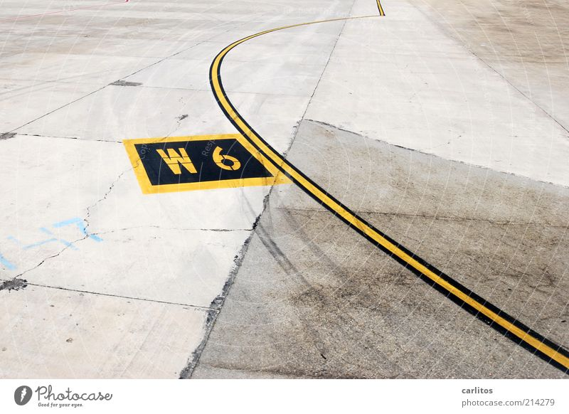 Ich mach mal die Biege Verkehrswege Flughafen Landebahn warten Beton Linie Schilder & Markierungen Bogen Fuge Bruch Buchstaben Ziffern & Zahlen 6 9 gelb schwarz